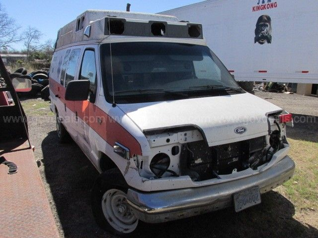 1993 Ford Econoline E350 Ambulance Type II Note The Size And Shape Of Holes