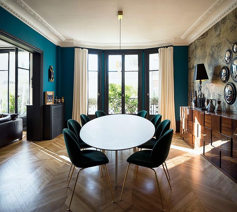 Deep Blue And Creative Atmosphere Beautiful Apartment In Paris Foto Idei Dizajn Apartment Dining Paris Apartments Interior Design