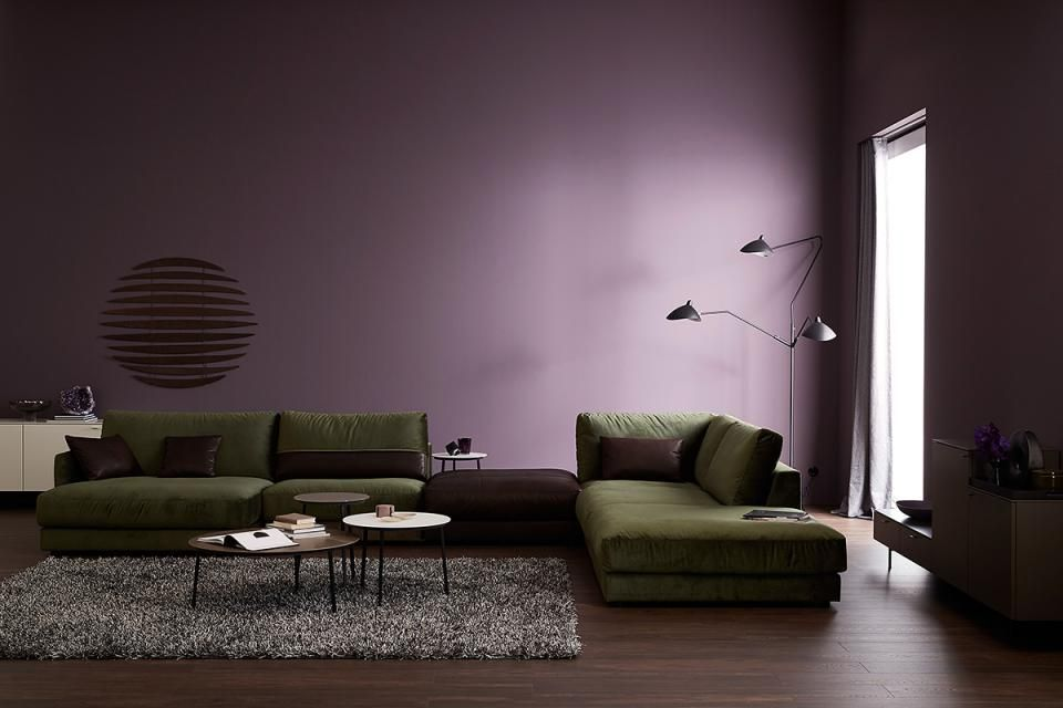 Wandfarbe Lila Im Wohnzimmer Design Tapeten Wandfarben Im Wohnzimmer Samtig Getonte Lilatone Holen Modernen Glamo In 2020 Home Room Interior Purple Wall Paint