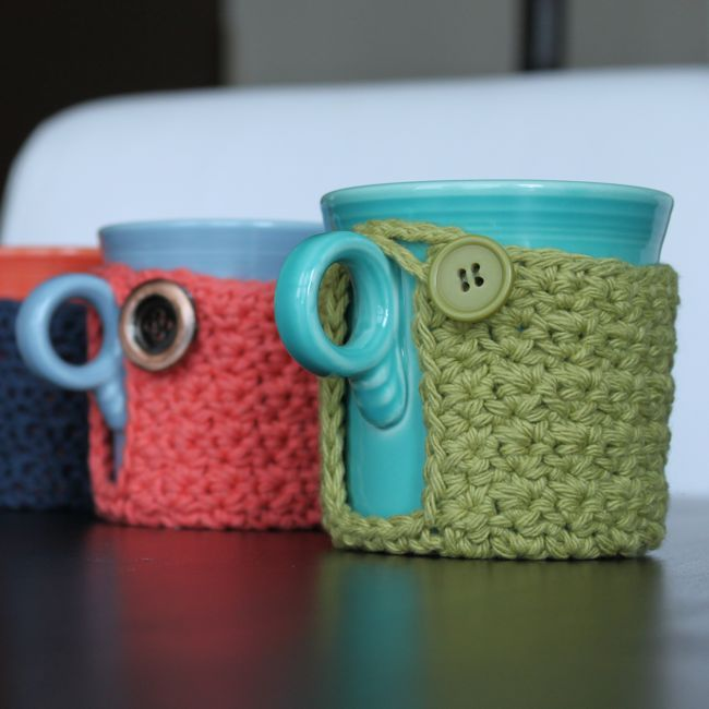 Free Pattern: Mug Coaster Cozy.  Pretty easy to follow and they are SO cute and handy.  It's a pretty fast project, I could easily do one a day... I gave some as Christmas presents with cute mugs.  Great gift idea!