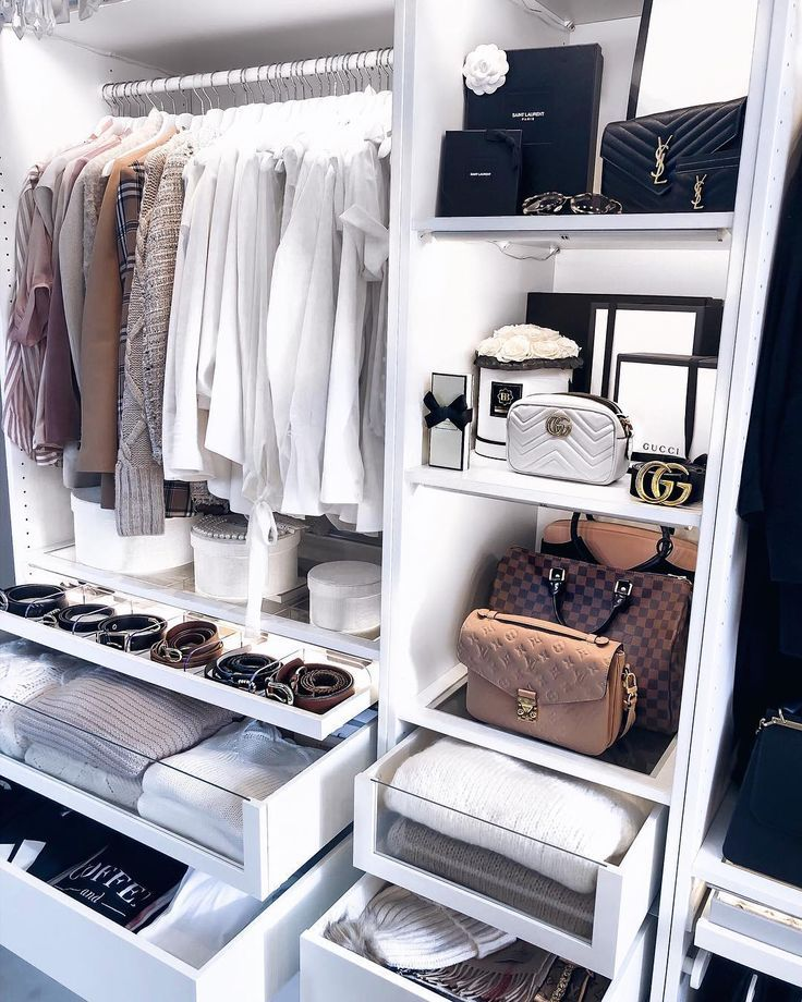 "𝐕𝐄𝐑𝐄𝐍𝐀 | Fashion Blogger on Instagram: ""Ain't nothing like a clean closet ✨ Ich liebe es, wenn alles so schön ordentlich aussieht 🙌🏼 Wenigstens IM Schrank 😆 Habe wieder fleißig…"""