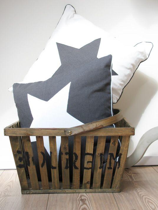 c74678cf563 3 Voor in mijn favoriete woonkamer | Stars♥ - Kussens, Shabby chic ...
