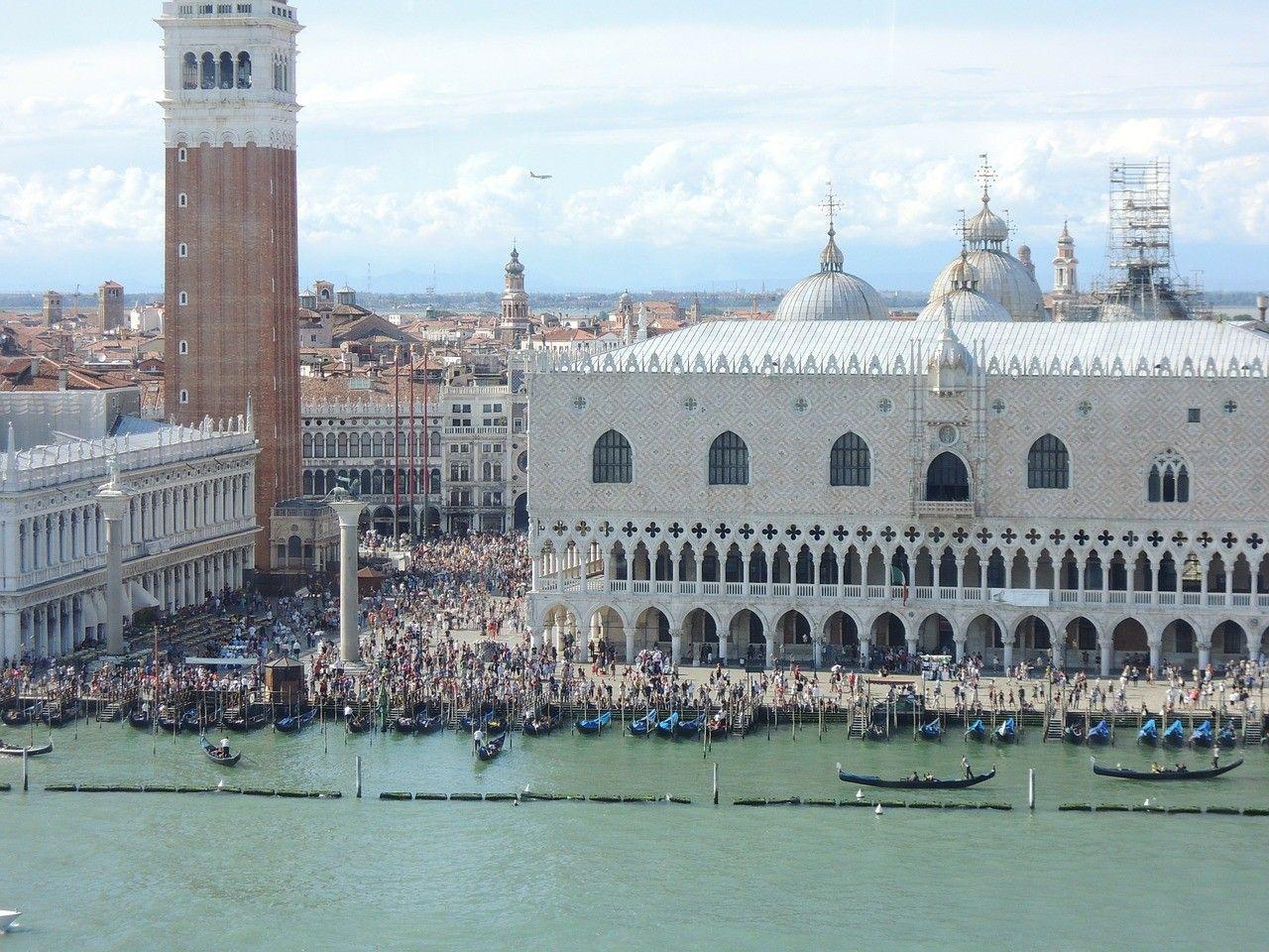 Vista aérea de la concurridísima #PlazaSanMarcos de #Venecia ...