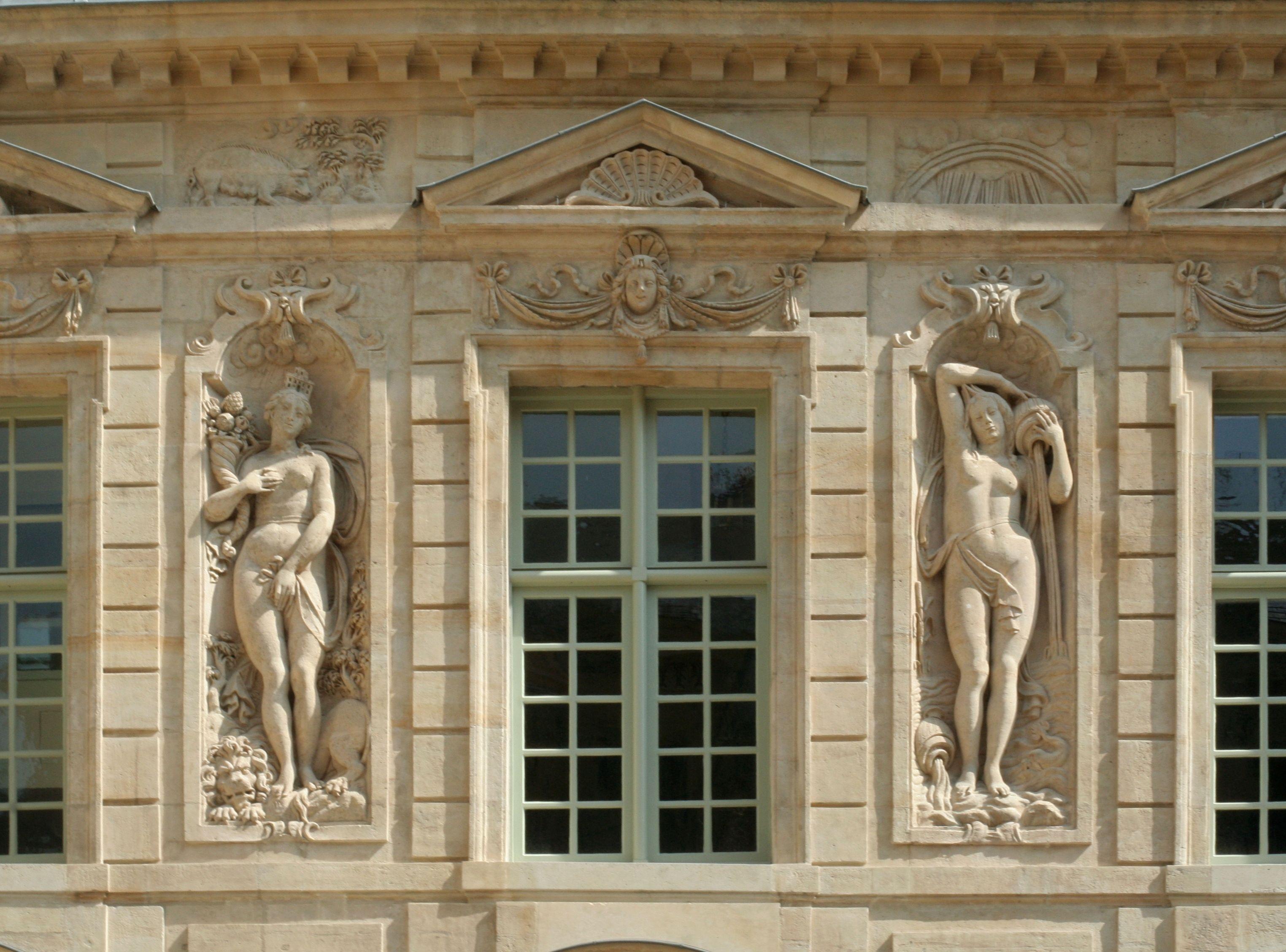 hôtel de Sully bas relief