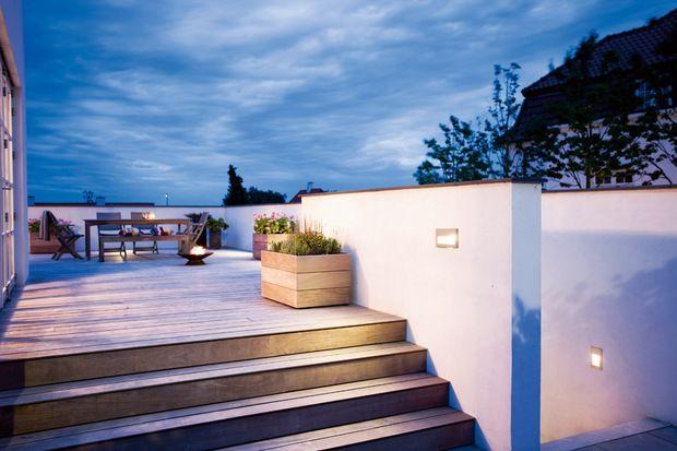 Den store terrasse er lavet i jernmahogni. En trætype parret valgte, da det er ekstrem hårdt og stort set uden vedligeholdelse.