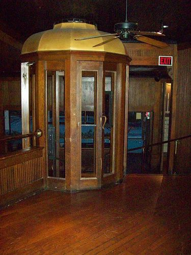TGI Fridays, Cupertino, old-fashioned 2-story wooden phone