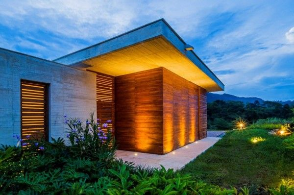 Arquitectura en estudio and natalia heredia have recently completed casa a country house located in the town of villeta colombia