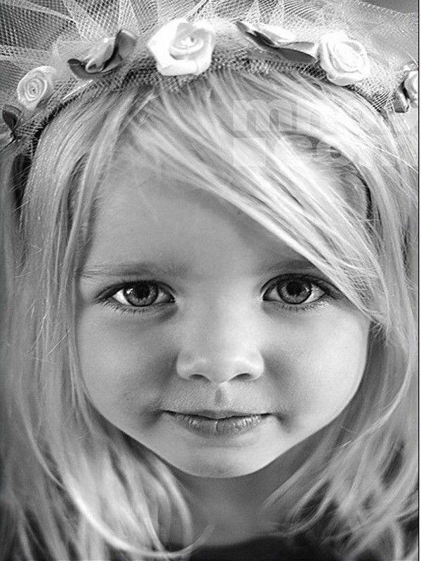 enfants en noir et blanc beautiful baby girls pinterest white picture portraits and. Black Bedroom Furniture Sets. Home Design Ideas