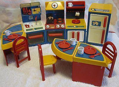 jouet vintage annee 1970 lot meubles cuisine equipee poup es style barbie childhood memories. Black Bedroom Furniture Sets. Home Design Ideas