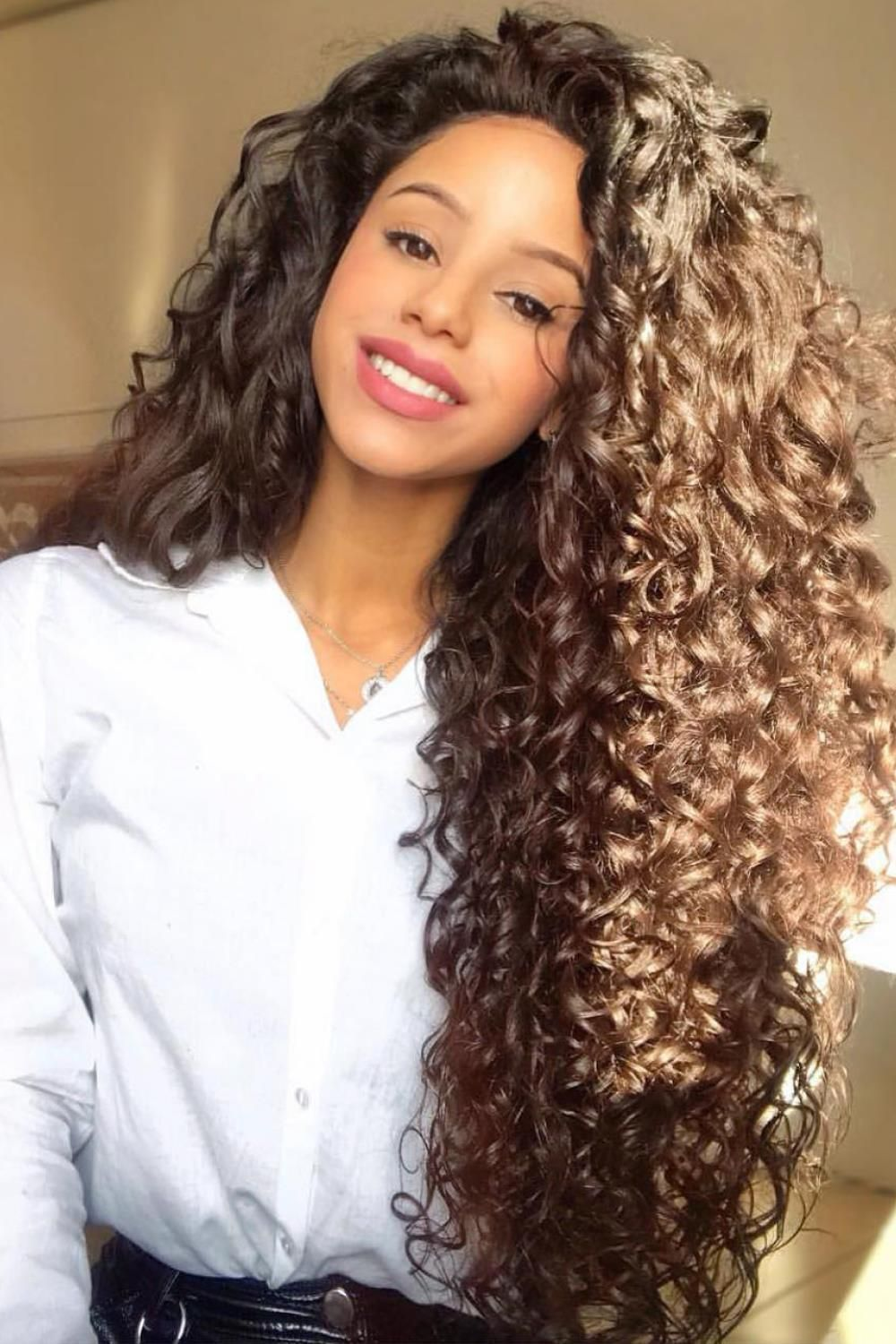 Hair Trends That Succeed Are Those In 2020 Curly Hair Styles Long Hair Styles Beautiful Curly Hair