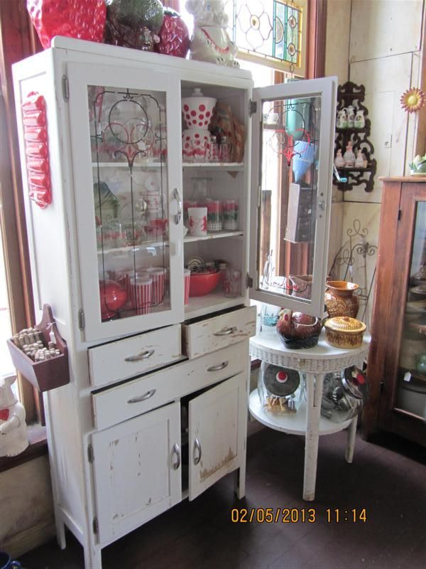 Super Sweet 1950u0027s Kitchen Cupboard. Glass Doors Up Top With A Red And  Black Design