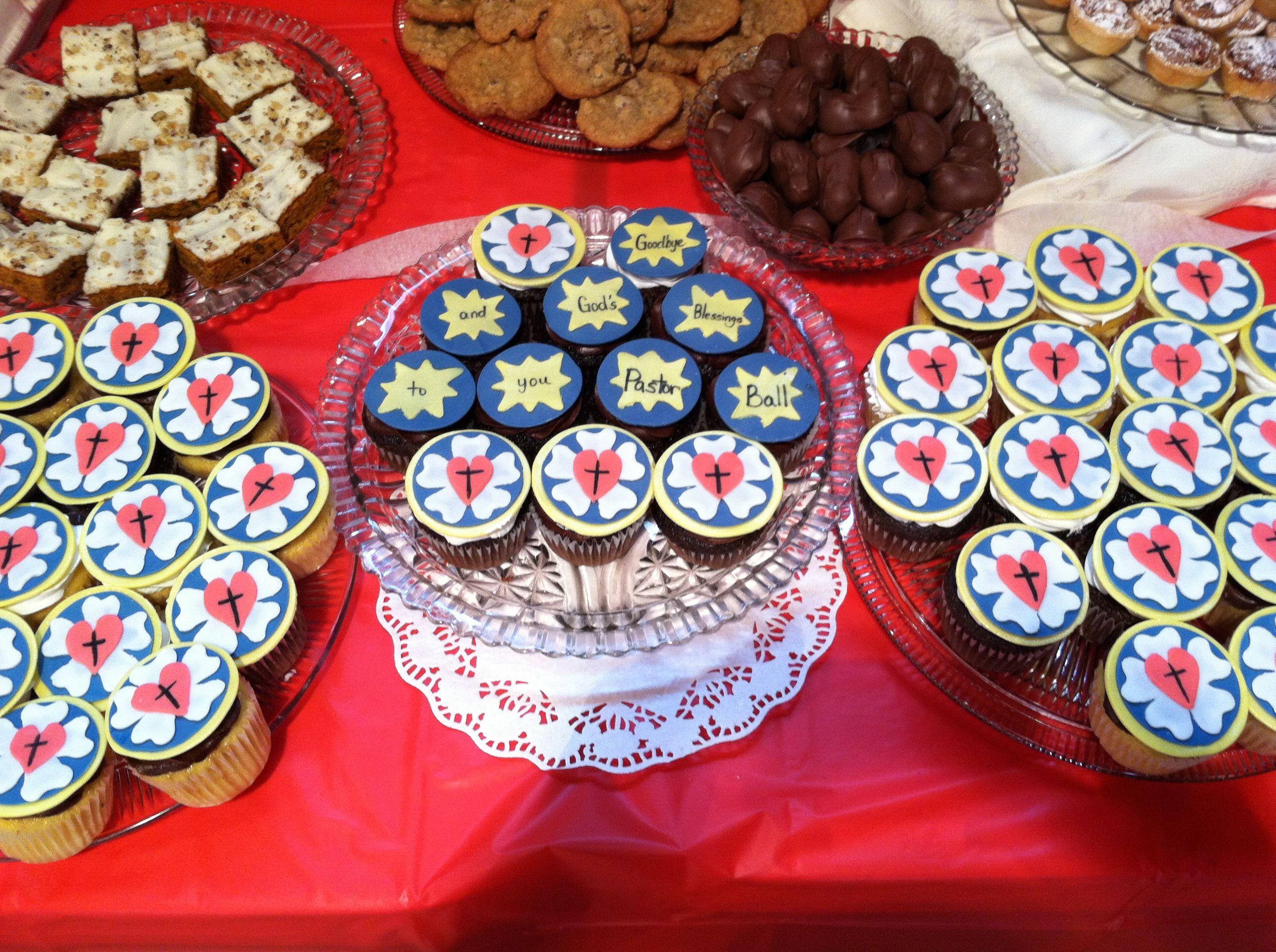 Luther rose cupcakes christmas pinterest kuchen for Kindergottesdienst weihnachten ideen