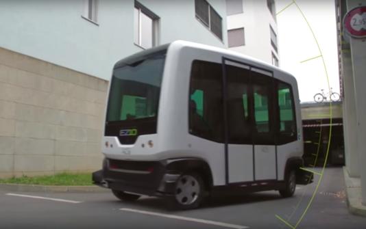 Un minibus sans conducteur en démonstration à Paris