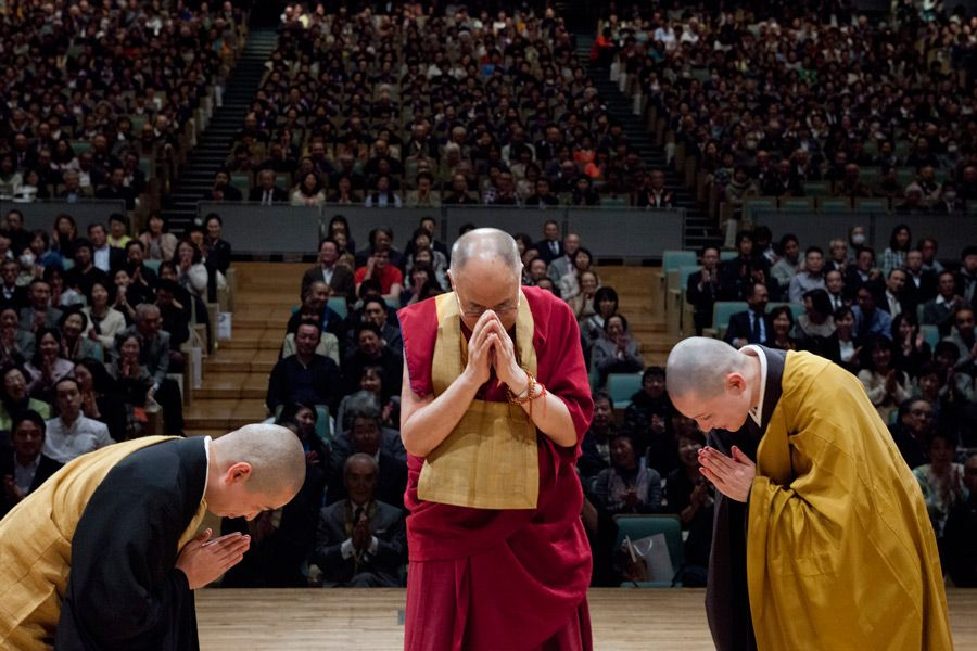 His Holiness the Dalai Lama and Soto Zen monks paying respects to the Buddha before the start of his talk as part of the 40th Anniversary of All Japan Young Priest Association in Gifu, Japan on April 8, 2015. Photo/Tenzin Jigmey