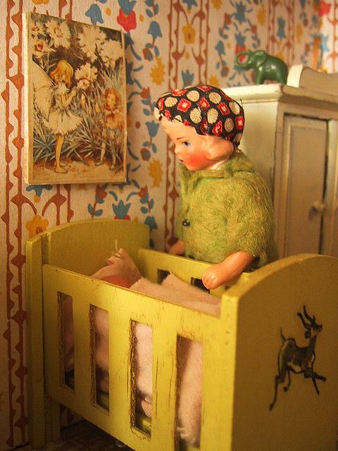 Vintage Triang dolls house Doreen and baby Daisy
