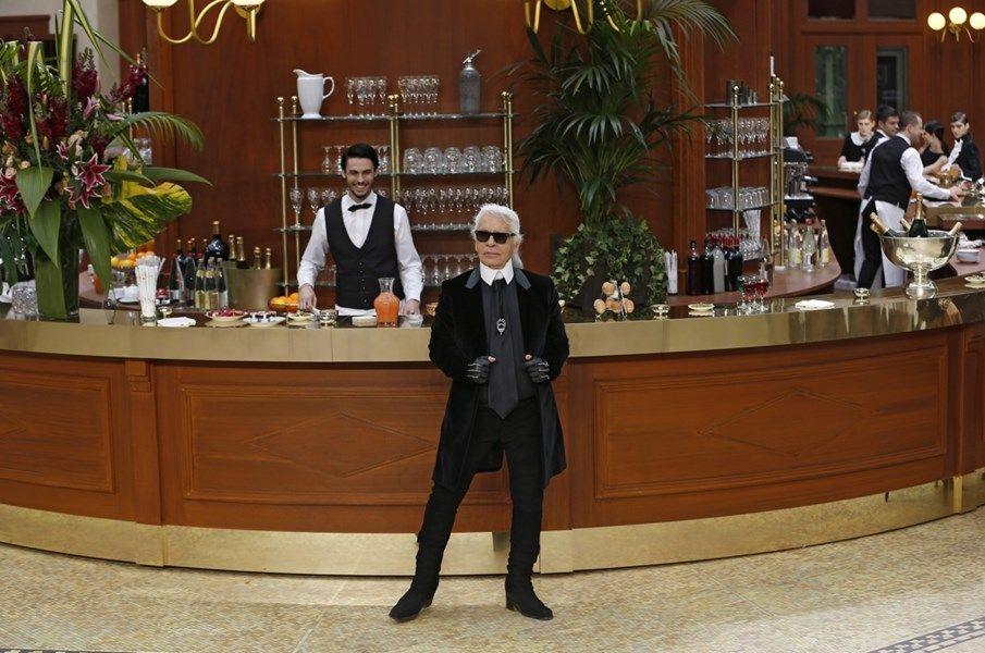Karl Lagerfeld toont mode in 'Café Chanel' - Het Nieuwsblad: http://www.nieuwsblad.be/cnt/dmf20150310_01571892