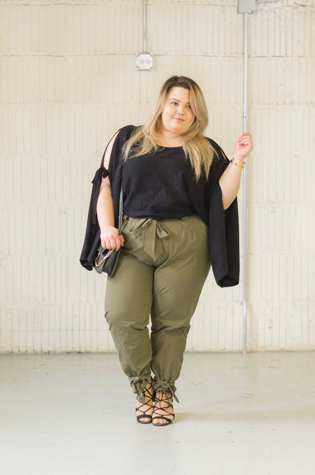 149baa0df75d Chicago Plus Size Fashion Blogger Natalie Craig reviews Fashion Nova  Curve's Going on an Adventure Green Cargo Pants and Arosa Tie Sleeve  Sweater.