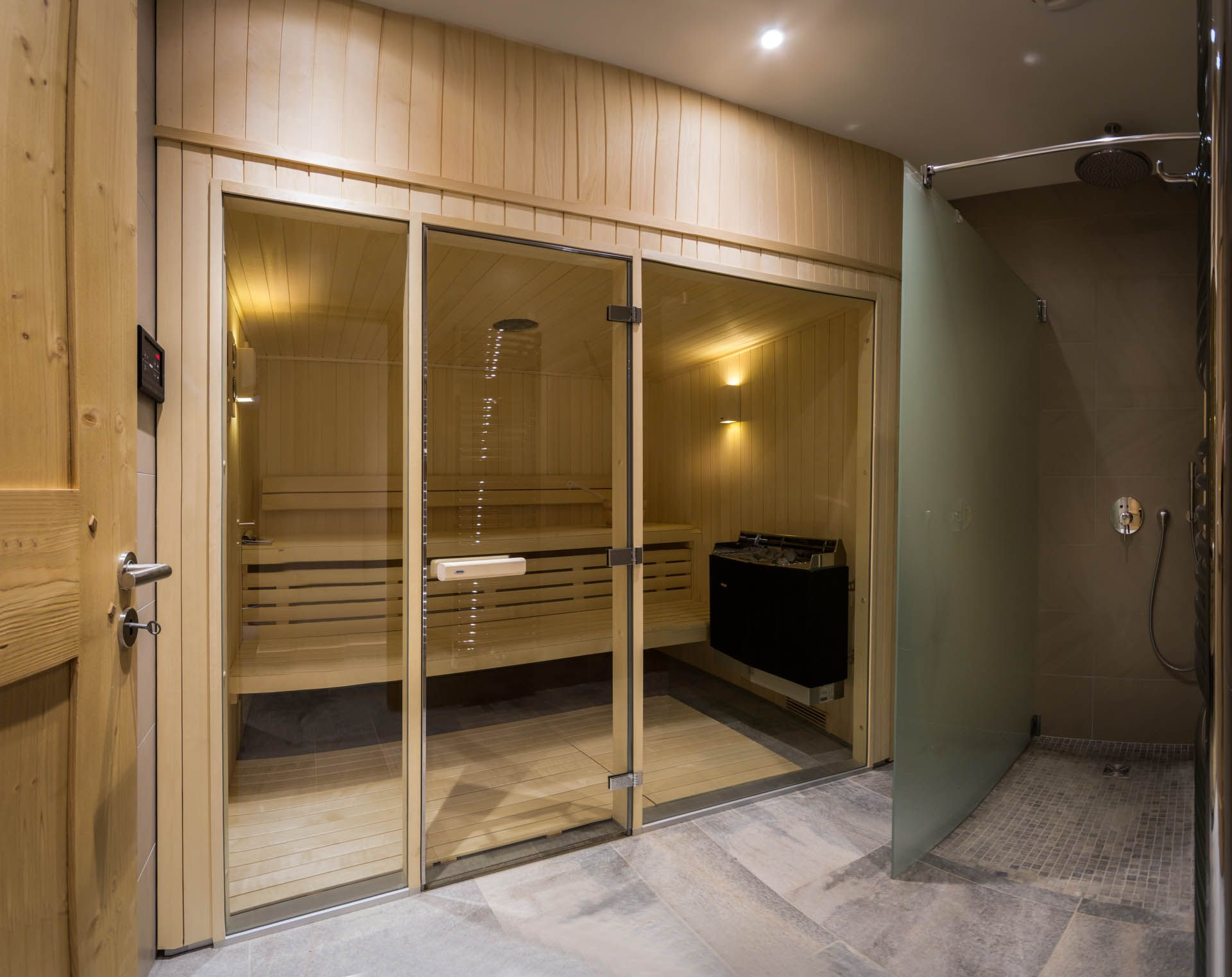 Indoor sauna with adjacent drench shower. Other spa facilities ...
