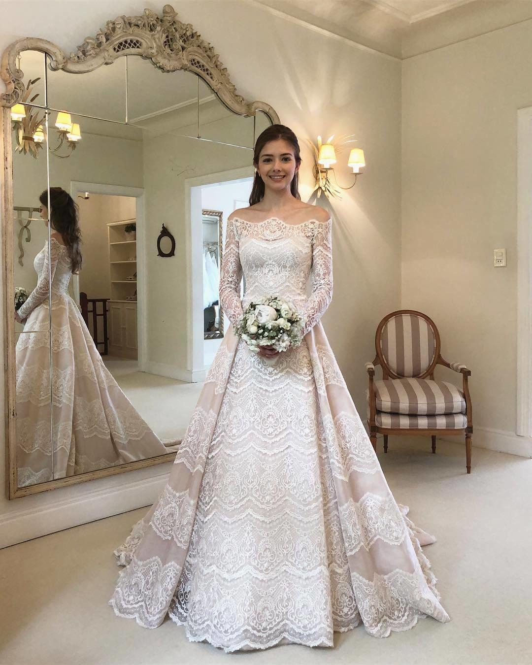 Lieben Sie die Spitzendetails in diesem Hochzeitskleid von Wanda Borges. Doppelt…
