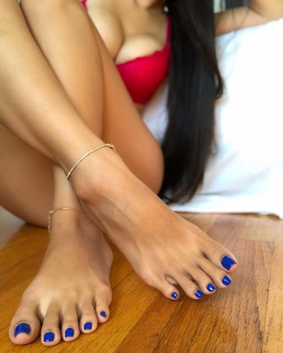 ножки богини целовать