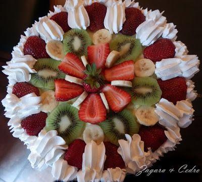 Torta di compleanno alla frutta fresca con crema - Torte salate decorate ...