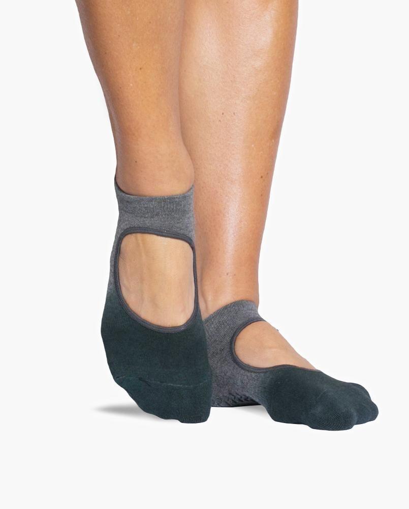 Nina Ballet Strap Grip socks from Point Studio. Find your perfect ballet, pilates or yoga socks on Fashercise.com