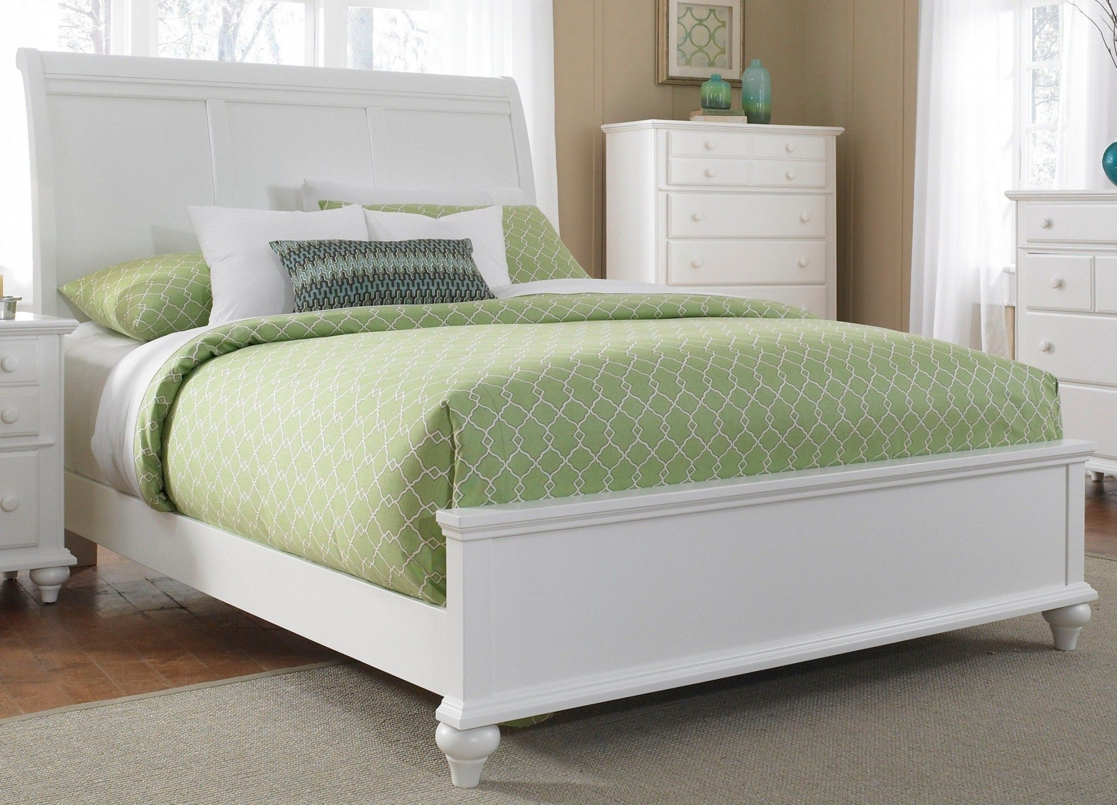 . Hayden Place White Queen Sleigh Bed   Ideas for the Condo   Broyhill