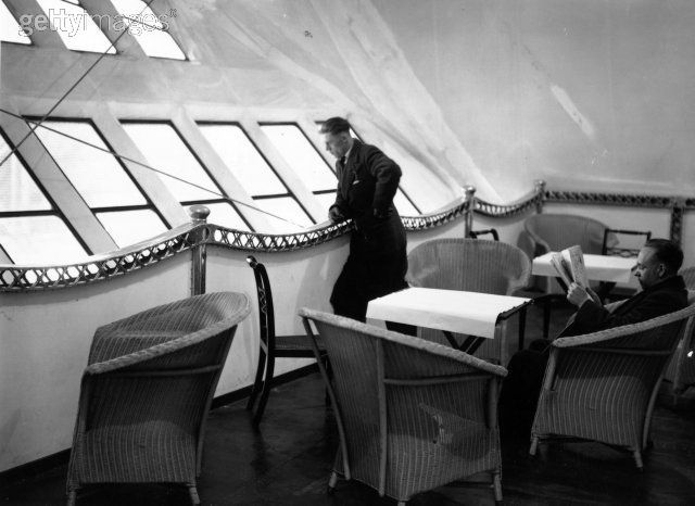 Observation deck on the airship R100. Lloyd Loom wicker dining ...