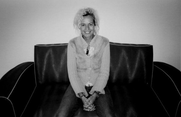 Non è reportage, ma ammetto che anche la fotografia di moda ha il suo fascino. E' con questo che introduco la fotografa contemporanea Ellen von Unwerth, di indiscutibile carattere ed originalità.  See more on: http://en.wikipedia.org/wiki/Ellen_von_Unwerth  Ellen von Unwerth (born 1954 in Germany)