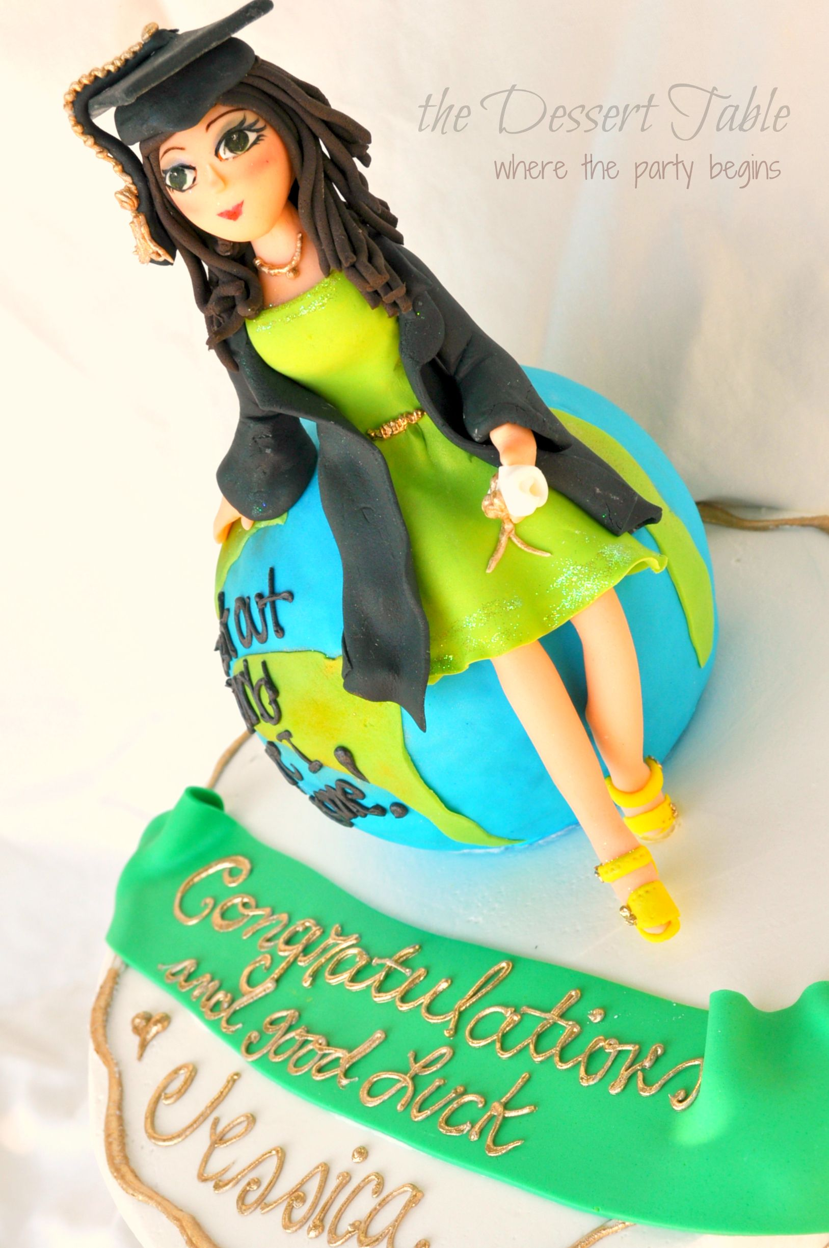 Pin By Dee Na On Decorated Cakes Fondant Figure Graduation Cakes Fondant People