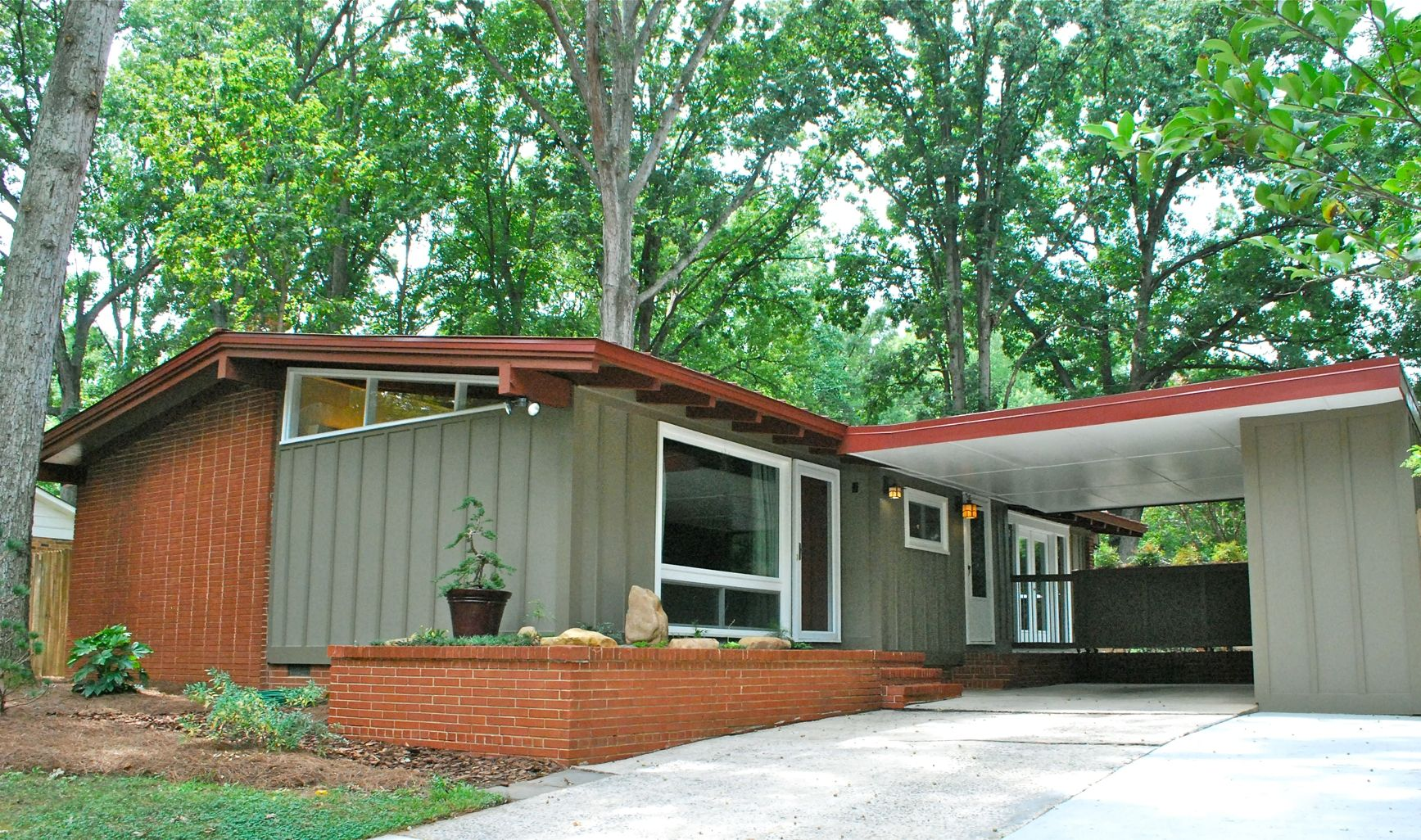 Mid century modern exterior house colors - Find This Pin And More On Mid Mod Homes Luxury Modern Ranch Style House