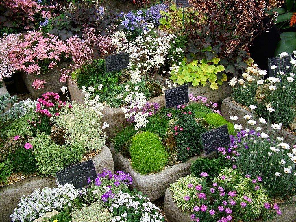 Country Garden Decor | photo: flower decorations | flower garden ...