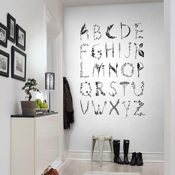 Wallpaper ABC for the spelling bee de Rebel Walls.   Décor panoramique Alphabet en noir et blanc de Rebel Walls.