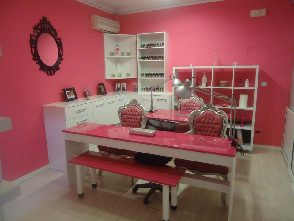 Salon de u as vintage manicure and pedicure stations for Ideas decoracion pared salon