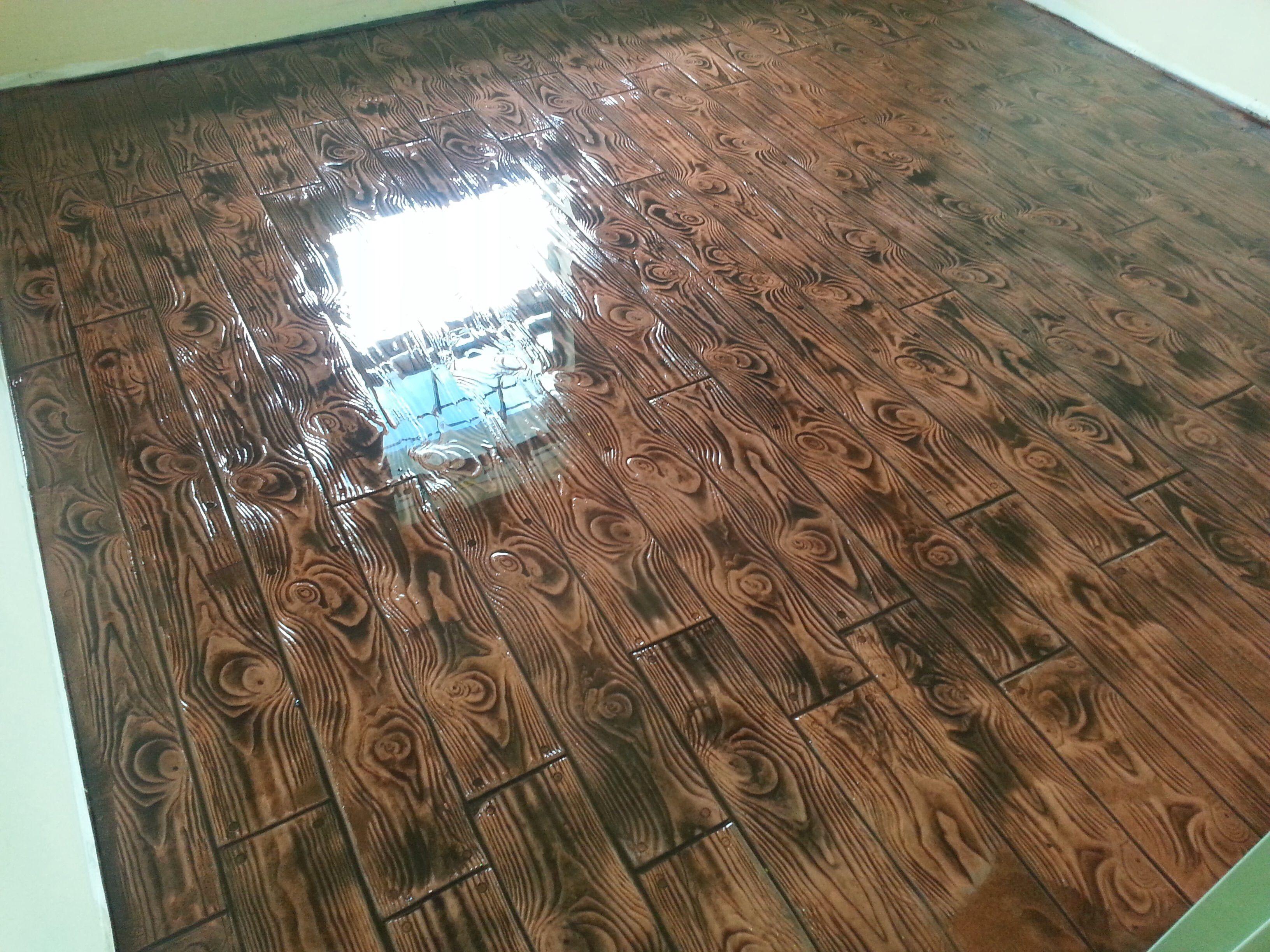 Stamped Comcrete Wood Plank With A Epoxy Finish Pisos De Porcelanato Liquido Piso De Porcelanato Pisos