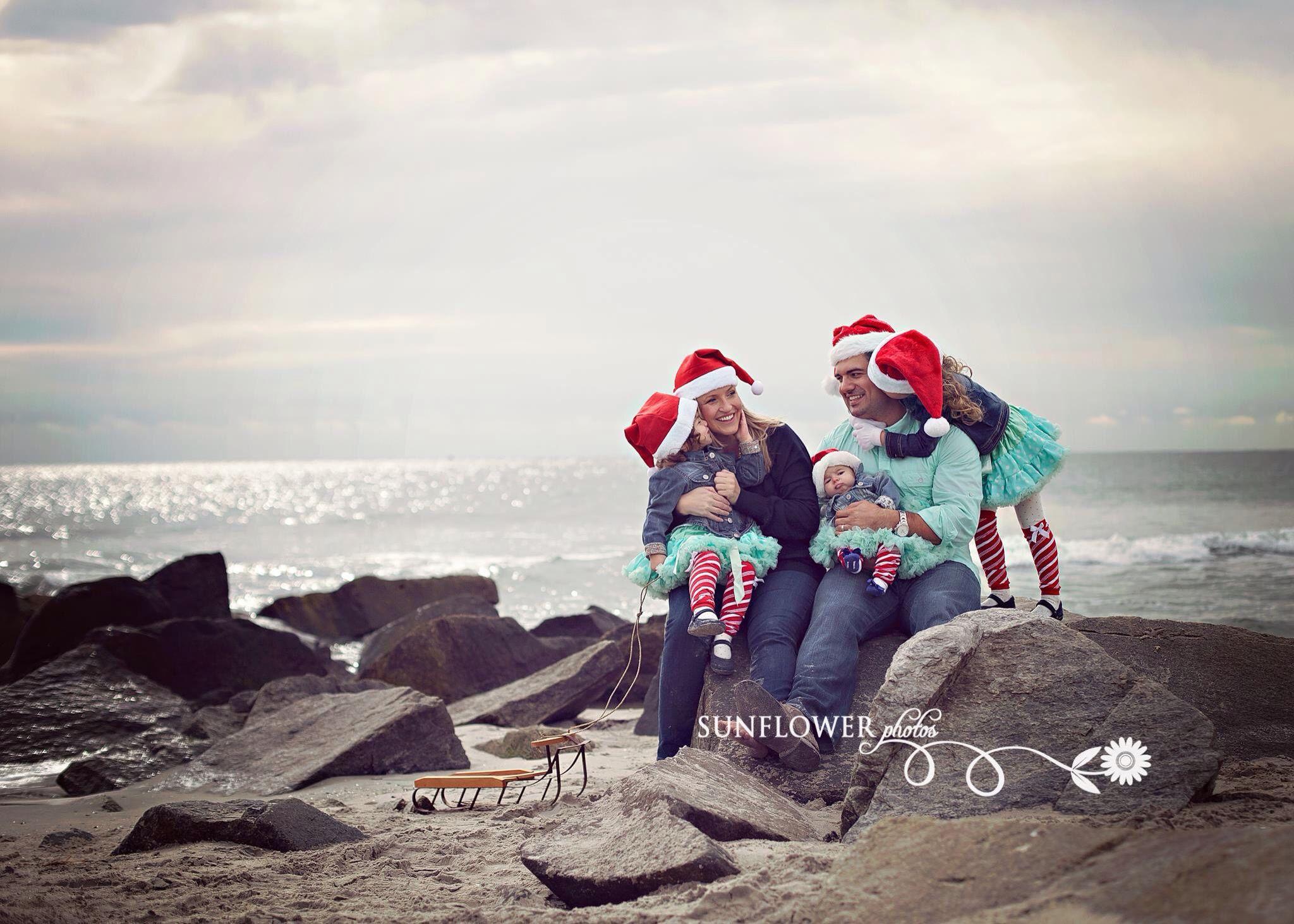 Merry Christmas! ❤️ Sunflower Photos. NJ Holiday Photographer. (www.sunflowerphotos.net) #sunflowerphotos #familyphotography  #statenislandphotographer #njphotographer #newjerseyphotographer #holidayphotographer #holidayphotos #nycphotographer #southjerseyphotographer