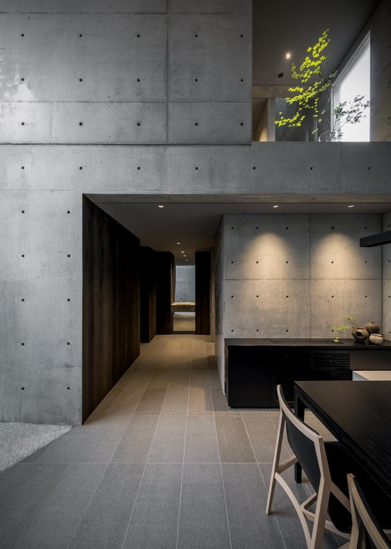 Japanese Architect Go Fujita Designs A Concrete Live Work Space For Himself In 2020 Japanese Modern House Architecture House Modern House Exterior