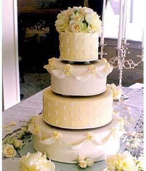 Cake decor by #boydsflowers