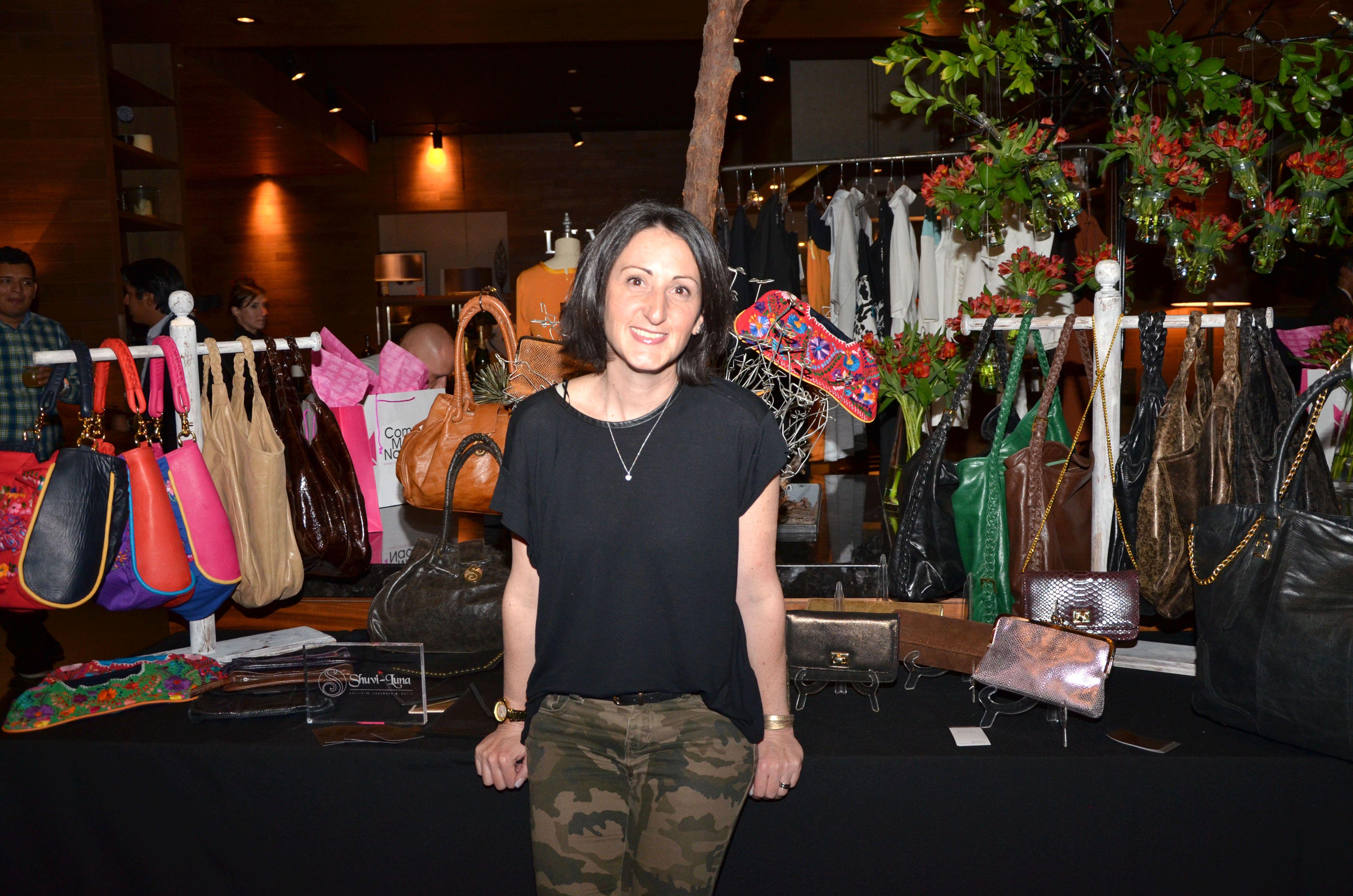 Shula dseñadora de Shuvi-Luna estrenando nueva colección