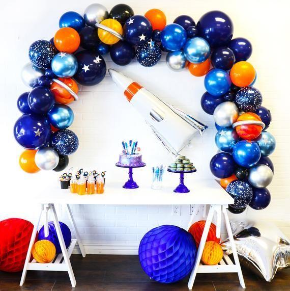 BLAST OFF mit dieser süßen Ballongirlande mit Astronautenmotiv. Komplett mit allem, was Sie brauchen, um Ihre kleinen Astronauten zu verwirklichen ...