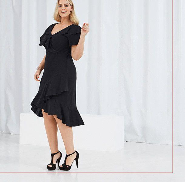 e9c17b1a70bc20 Anna Scholz - Designermode in großen Größen || Carmen-Kleid mit Volants an  Schultern