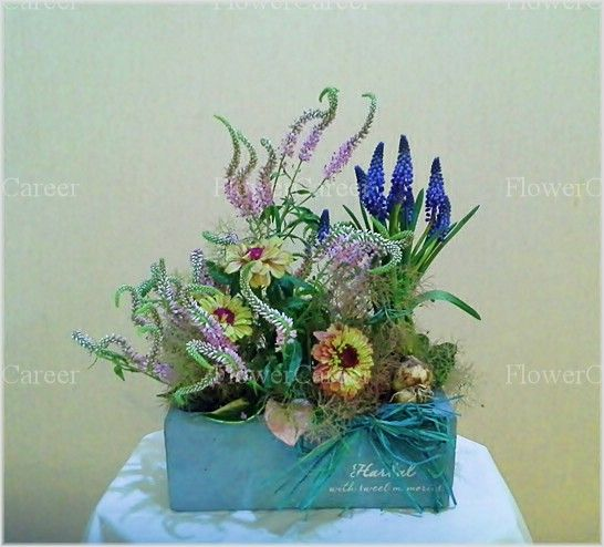 Summer arrangement with garden-zinnia. FlowerCareer , florist in Seoul.