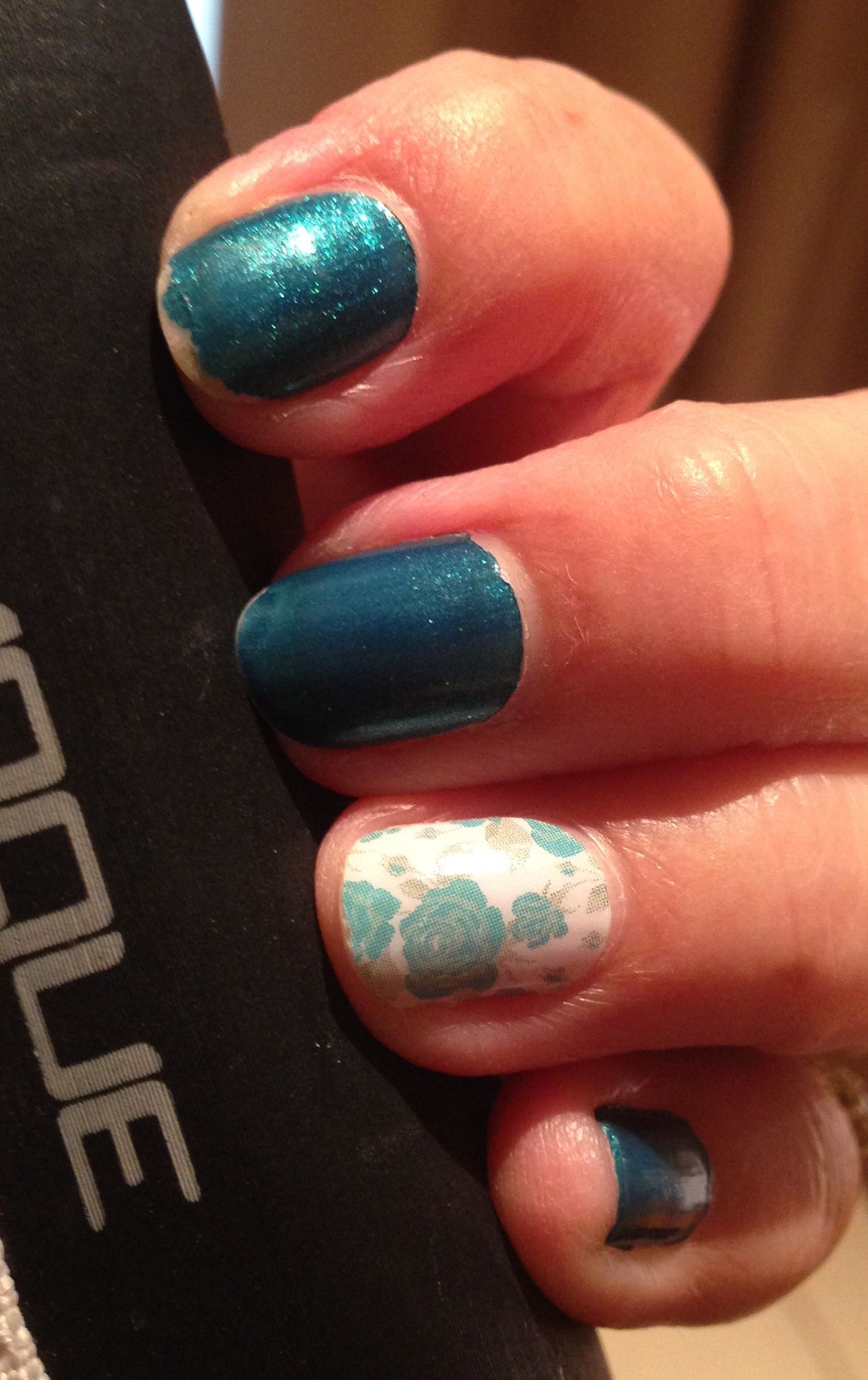 Look at that, after only 3 days my polish is starting to wear but my Jamberry nail wrap is perfect #jamberryblisswithnarelle #lovejamberry