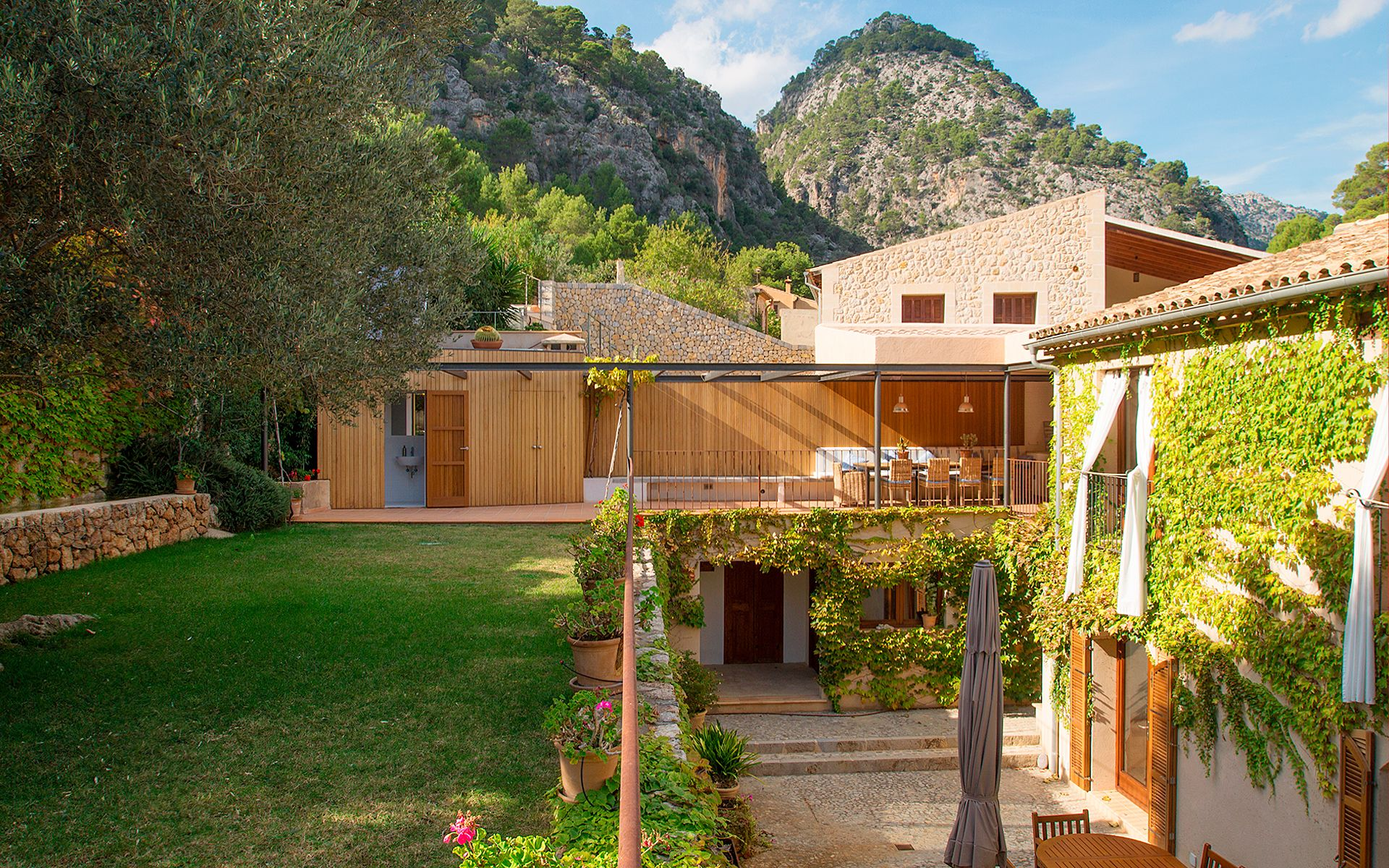 http://www.mallorcarealtors.com/property/amazing-family-house-in-the ...