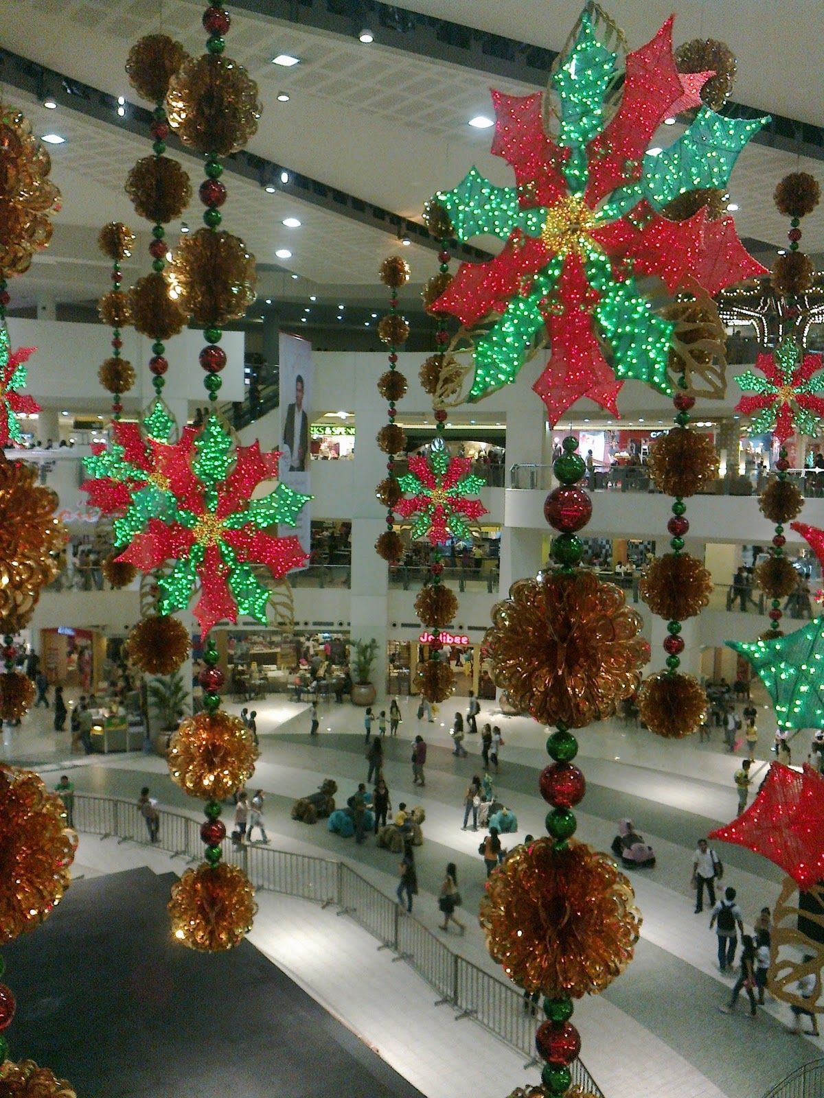A shopping mall in Shenyang displayed a 39foot Christmas