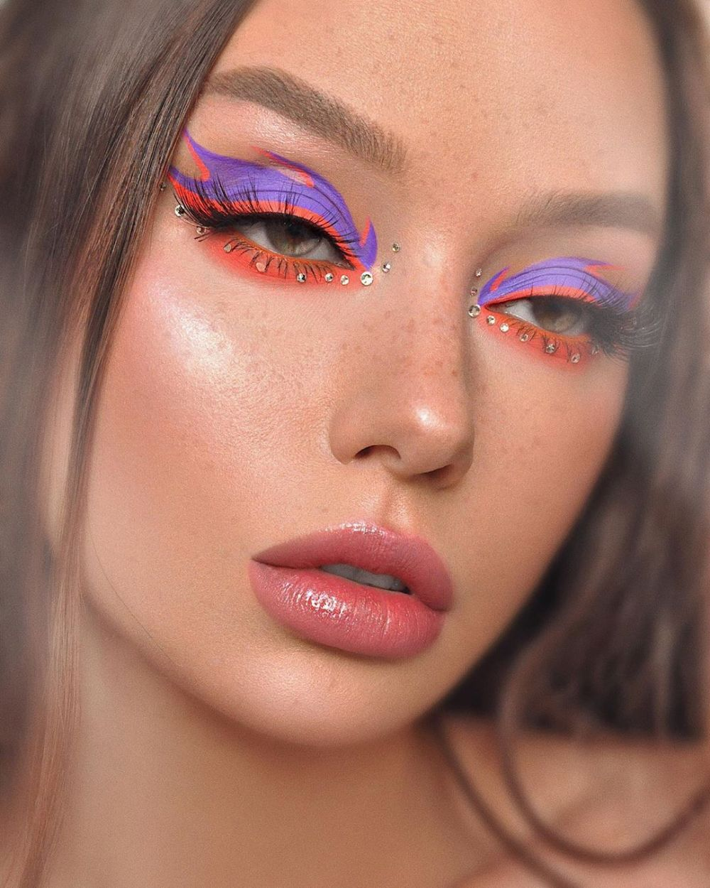 Maquillaje con flamas para una mirada más ardiente