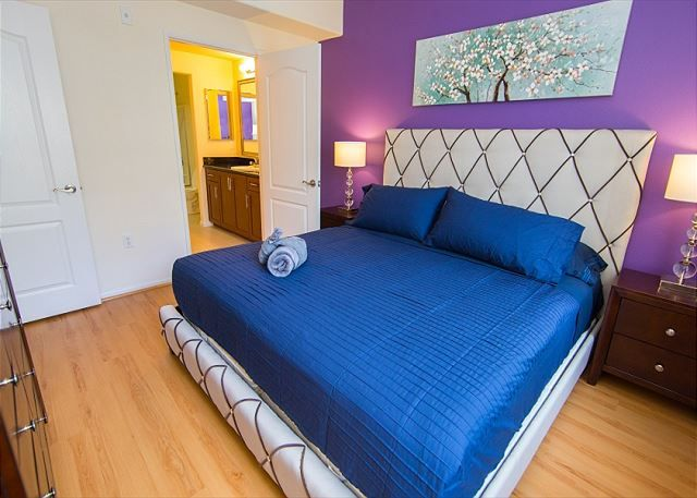 Two Bedroom Los Angeles Vacation Apartment LALUX-2T # ...