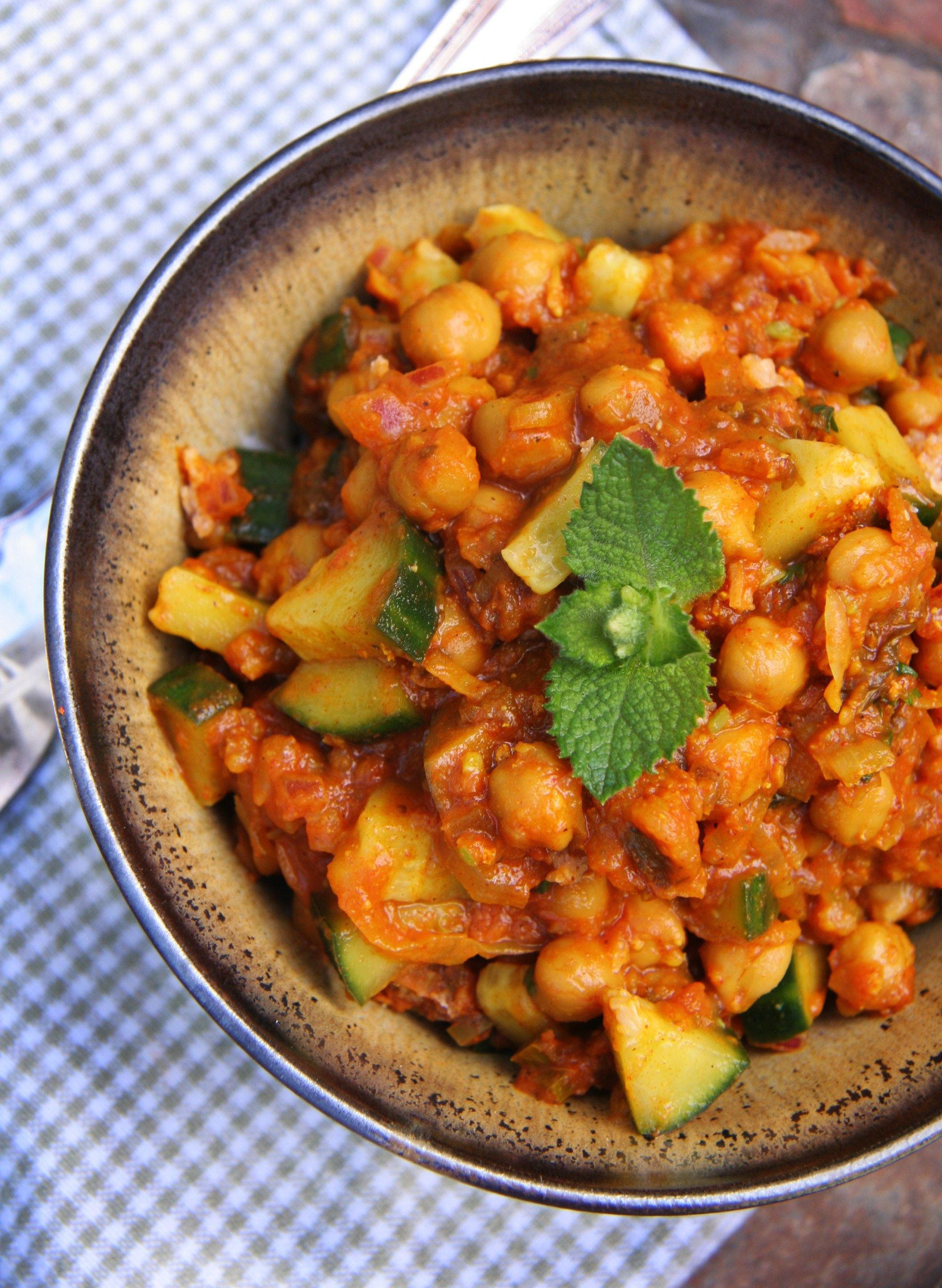 Chilled Chickpea Cucumber Curry | Recipe | Vegetarian ...