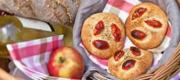 Mini focaccia met tomaat