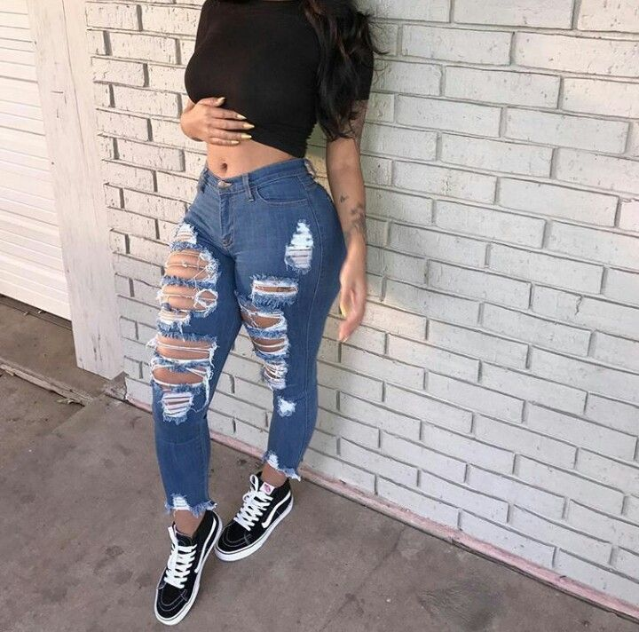 1ea7d9f04a0 Love these distressed jeans with a pair of Vans sneakers. Cute outfit